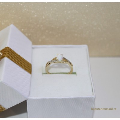 Bague en or 10 k opale et diamants